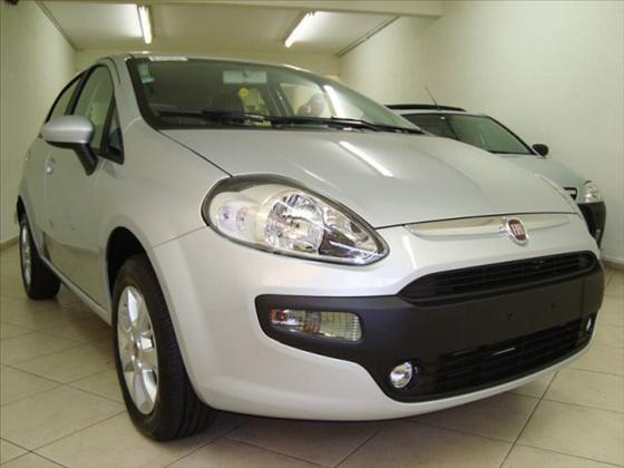 FIAT  PUNTO   1.4 ATTRACTIVE 8V FLEX 4P MANUAL  em Gatti Veiculos 1